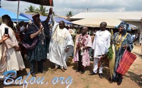 La communauté Bafou de Bertoua chante à l'unisson l'installation de son nouveau chef.