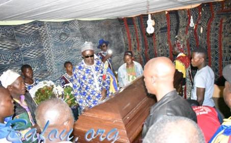 Célébration de la vie du patriarche FOSSO Michel : la tradition au rendez-vous du modernisme
