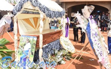 Maman DEMFACK TCHEOZEM Virginie épse MEZATIO accompagnée dans une profonde tristesse à sa dernière demeure à Melekouet – Bafou